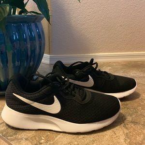 Women's Nike Tanjun Running Shoe Size 9.5